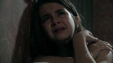 Paulinha tenta convencer Ninho a devolvê-la - Ela não acredita que ele é seu pai. Ciça não consegue alimentar a menina adequadamente