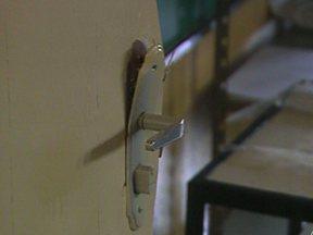 Escola municipal em Divinópolis é arrombada pela terceira vez em um mês - Funcionários reclamam da falta de segurança do local.