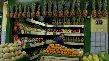 Variação de preço aumenta nos últimos meses e afeta preço de frutas e verduras - Vilão do começo do ano foi o tomate.