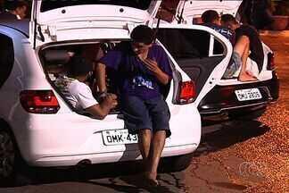 Agentes prisionais em greve barram entrada de presos em presídios de Goiás - Os servidores reivindicam melhores condições de trabalho e reajuste salarial. Eles afirmam que enquanto o governo não se posicionar, diversos serviços serão paralisados, como as visitas de parentes aos presidiários.