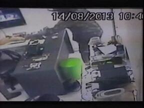 Dois homens foram presos pela polícia de Floriano acusados de arrastão em loja - Dois homens foram presos pela polícia de Floriano acusados de arrastão em loja