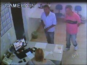 Polícia Civil apresenta homem suspeito de roubo em Sorocaba - A Polícia Civil apresentou nesta terça-feira (20) um homem suspeito de roubo em Sorocaba. Ele teria roubado 200 mil reais de uma empresa. O crime foi em maio de 2013.