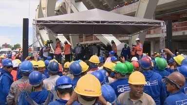 Comitiva vistoria Arena da Amazônia; Governo anuncia data de inauguração de estádio - Ronaldo e Bebeto vieram a Manaus para integrar comitiva