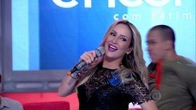 Claudia Leitte abre o programa com 'Extravasa' - Cantora animo a plateia com seu sucesso