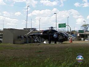 Helicóptero faz pouso forçado na Marginal Tietê em São Paulo - Aeronave fez um pouso de emergência na Marginal Tietê, no sentido Rodovia Ayrton Senna, próximo a ponte da Casa Verde. Segundo informações do Corpo dos Bombeiros, não há vítimas.
