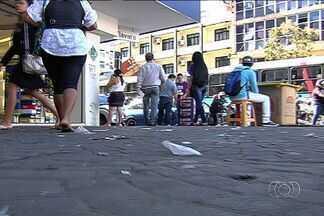 Projeto de lei que multar quem jogar lixo na rua, em Goiânia - Medida entrou em vigor no Rio de Janeiro e, na capital goiana, já tramita um projeto semelhante para multar o cidadão que jogar lixo em vias públicas.