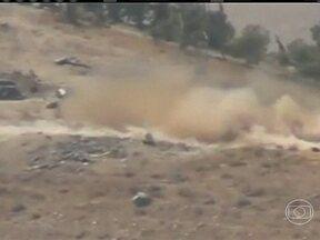 Conselho de segurança da ONU se reúne para discutir possível ataque químico na Síria - O novo vídeo amador mostra tanques de exército atacando nos arredores da capital Síria. O lugar está completamente destruído.