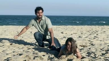 Ninho consegue impedir Paulinha de pedir ajuda - Alejandra vai embora com Ciça, que fica apavorada. Ninho tranca Paulinha no quarto