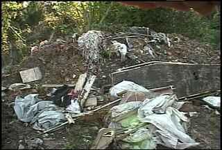 Moradores reclamam das condições dos cemitérios de Santa Maria - Em Santiago também há problemas de vandalismo no cemitério municipal.
