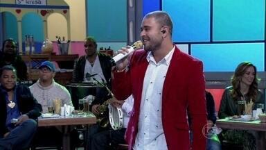 Diogo Nogueira interpreta 'Desejo me Chama' - Cantor anima a plateia do Encontro