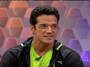 Carlos Machado lembra que tentou seguir carreira no esporte: 'Tentei atletismo e vôlei' - Ator lembra que também é formado em odontologia e lembra de dificuldades em viver apenas da arte.
