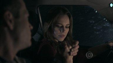 Amor à Vida - capítulo de sábado, dia 24/08/2013, na íntegra - Paloma e Bruno viajam para o Rio de Janeiro atrás de Paulinha