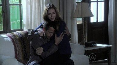 Bruno questiona Paloma sobre seus sentimentos por Ninho - Ele confessa seu medo de que a pediatra fuja com o aventureiro e leve Paulinha
