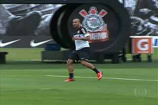 Com Pato na Seleção, Tite escala Sheik no ataque corintiano contra o Internacional - Técnico terá de mudar o setor ofensivo, justamente depois da boa atuação contra o Flamengo, no fim de semana.