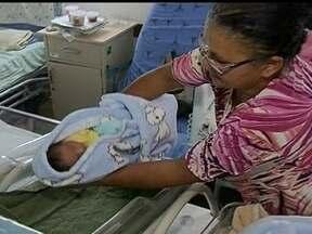 Mais de 400 bebês nascem prematuros no DF - Apesar do alto risco, muitos bebês nascem prematuros em muitas regiões do país. No Distrito Federal, mais de 400 bebês nasceram com menos de 1kg, no ano de 2012.