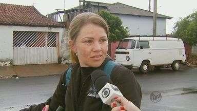 Moradores reclamam do horário reduzido do funcionamento das creches em Américo Brasiliense - Moradores reclamam do horário reduzido do funcionamento das creches em Américo Brasiliense.