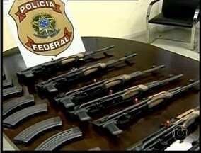 Cinco pessoas são presas em Valadares suspeitas de tráfico internacional de armas - Segundo a Polícia Federal, o armamento vinha dos Estados Unidos para ser revendido à traficantes no Brasil.