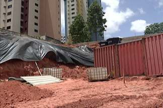 Obra irregular é embargada em área nobre de São Luís - O embargo foi durante uma vistoria realizada hoje, pela Blitz Urbana, depois da denuncia feita por moradores da área.
