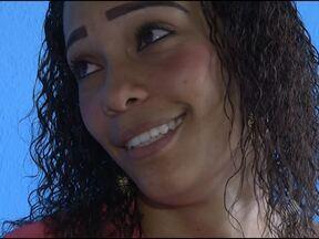 Jovem de 25 anos pede ajuda para tratar doença rara que deforma o corpo - O tratamento ainda é um desafio para os especialistas. A jovem é moradora de Lauro de Freitas, na Região Metropolitana de Salvador.