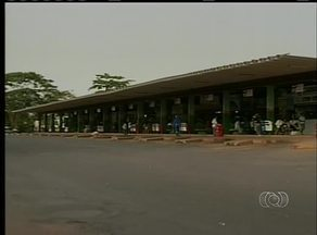 Usuários reclamam da situação precária da rodoviária de Araguaína - Usuários reclamam da situação precária da rodoviária de Araguaína. Em 30 anos, o local passou apenas por uma reforma.