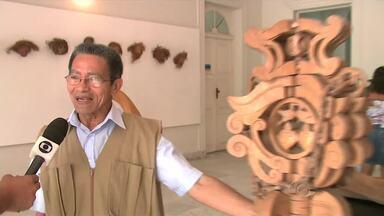 """Exposição em Maceió traz as esculturas do alagoano Pedro Cassiano - Na exposição """"A Poesia da Madeira"""", público pode conferir os trabalhos de um dos mestres do registro do patrimônio vivo de Alagoas."""