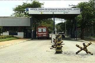 Preso comandava tráfico de drogas de dentro do presídio - Três pessoas suspeitas de trabalhar com o traficante foram presas em operação comandada pela ROTAM. Por telefone, quadrilha extorquia família em Goiânia.