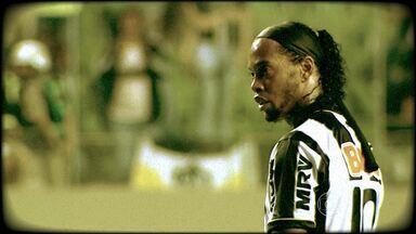 Quer aprender a cobrar falta? Ronaldinho Gaúcho ensina - Ronaldinho Gaúcho marca dois gols de falta no empate em 2 a 2 do Atlético-MG com o Fluminense
