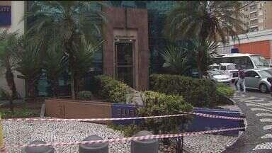 Morre homem atingido por totem de agência bancária no bairro do Gonzaga, em Santos - Aposentado de 68 anos não resistiu aos ferimentos e morreu no hospital. Segundo a polícia, objeto aparentava estar em mau estado de conservação.