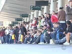 Reunião é realizada para evitar novas paralisações de ônibus - Reunião é realizada para evitar novas paralisações de ônibus; e tem mais: policiais fazem blitz no acesso à Ilha e é assinada ordem de serviço para revitalização do mirante do Morro da Cruz.