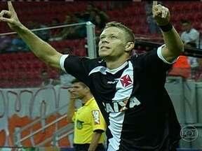 Jovens do Vasco garantem vitória sobre o Náutico pelo Brasileirão - Willie e Marlone, duas vezes, marcam os gols da vitória.