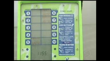 Falta de vagas para estacionar aborrece motoristas do Sul do RJ - Mesmo em municípios com estacionamento rotativo a situação é a mesma. Transtorno atinge Angra dos Reis (RJ), Três Rios (RJ), Volta Redonda (RJ) e Barra Mansa (RJ).