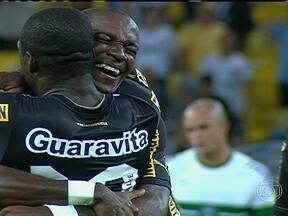 Hyuri estreia com golaço, e Botafogo vence Coritiba pelo Brasileirão - Rafael Marques abre o placar, e jovem de 21 anos garante a vitória do Glorioso.