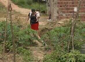 Em Palmares, falta de manutenção em rua causa transtornos para moradores - Falta de calçamento, de saneamento e falta de estrutura são alguns problemas do Bairro Santo Antônio.