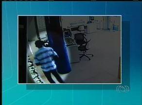 Ladrões estão cada vez mais ousados e ignoram as câmeras de segurança das lojas, em Palmas - Ladrões estão cada vez mais ousados e ignoram até as câmeras de segurança das lojas, em Palmas