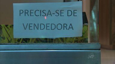 Comércio de Fortaleza começa a contratar funcionários para o fim do ano - Até dezembro, mais de seis mil postos de trabalho, em Fortaleza, precisam ser ocupados.