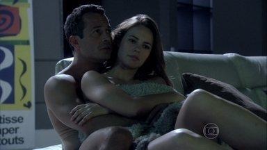 Bruno aconselha Paloma a não confiar em Félix - Médica promete conversar com o irmão
