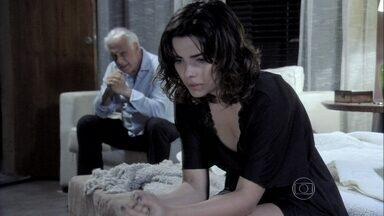 César avisa a Aline que vai reatar o casamento com Pilar - Ela fica transtornada e tenta impedir que ele vá atrás da esposa. Sozinha, a secretária sorri e comemora a situação