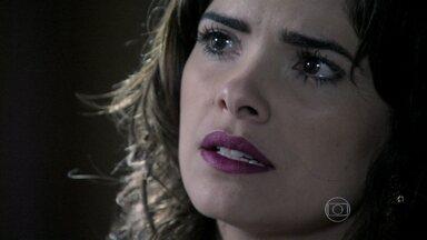 Aline manipula César para que ele se separe de Pilar - Médico afirma que não pode ter um filho com a secretária. Félix critica Pilar por ter perdoado César