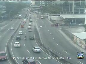 Confira o trânsito do Rio na manhã desta quinta (19) - Segundo a SuperVia, os ramais estão operando normalmente. As partidas das barcas estão saindo nos horários normais. Em função da chuva fraca, o trânsito é lento nas principais vias da cidade.