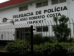 Seis homens são assassinadas em chacina em Itapevi, São Paulo - As vítimas tinham entre 20 e 30 anos. A polícia de São Paulo investiga o caso. Um sobrevivente prestou depoimento na delegacia.