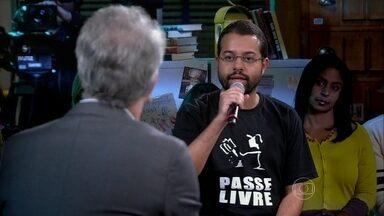 Representante do Movimento Passe Livre ouve opinião dos convidados sobre o grupo - Victor Khaled conta a que ele atribui o sucesso do Passe Livre e depois ouve de Flamínio e João o que eles têm a dizer da iniciativa