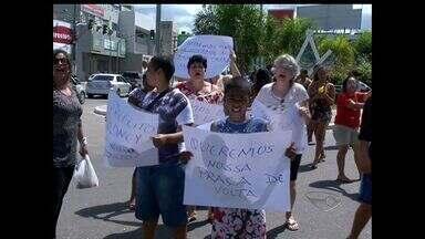 Moradores fazem protesto para construção de unidade de saúde em Vila Velha, no ES - A comunidade de Itapoã e Divino Espírito Santo fecharam o acesso a Terceira Ponte.