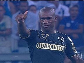 Torcedores do Botafogo vão a treinamento dar apoio a elenco do clube - Equipe carioca joga as próximas quatro partidas dentro do Maracanã.