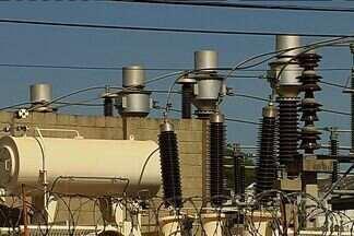 Volta a faltar energia em vários bairros de Goiânia - Esta é a segunda queda de energia em uma semana. Mais uma vez, os moradores reclamam dos transtornos que sofrem sem luz em casa.