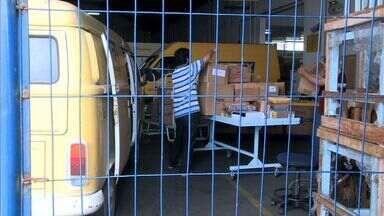 Funcionários de outros setores dos Correios realizam mutirão para entrega de cartas - Objetivo é evitar o acúmulo de correspondências.