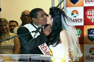 Vampeta faz pedido de casamento durante a união do Grêmio Osasco com o Audax-SP - Ex-jogador é dirigente da equipe de Osasco e pediu a noiva Camila em casamento durante a solenidade.
