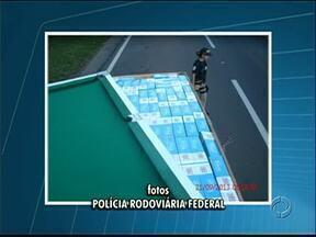Cigarro contrabandeado é encontrado dentro de mesas de bilhar - A apreensão foi feita pela Polícia Rodoviária Federal, de Imbaú, no Paraná.
