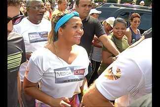 Gaby Amarantos participa da caminhada do 'Medida Certa' em Belém - Mais de seis mil pessoas participaram da caminhada do 'Medida Certa' em Belém.