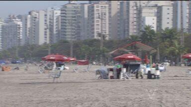 Ambulantes não poderão delimitar espaços nas praias da Baixada - Comerciantes serão advertidos com multa a partir de novembro