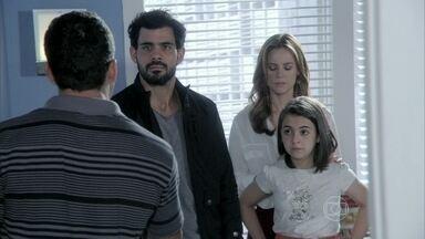 Bruno fica nervoso ao ver Ninho com Paulinha e Paloma - Ele se revolta ao saber que Paulinha gosta de Ninho e pede para conversar com Paloma